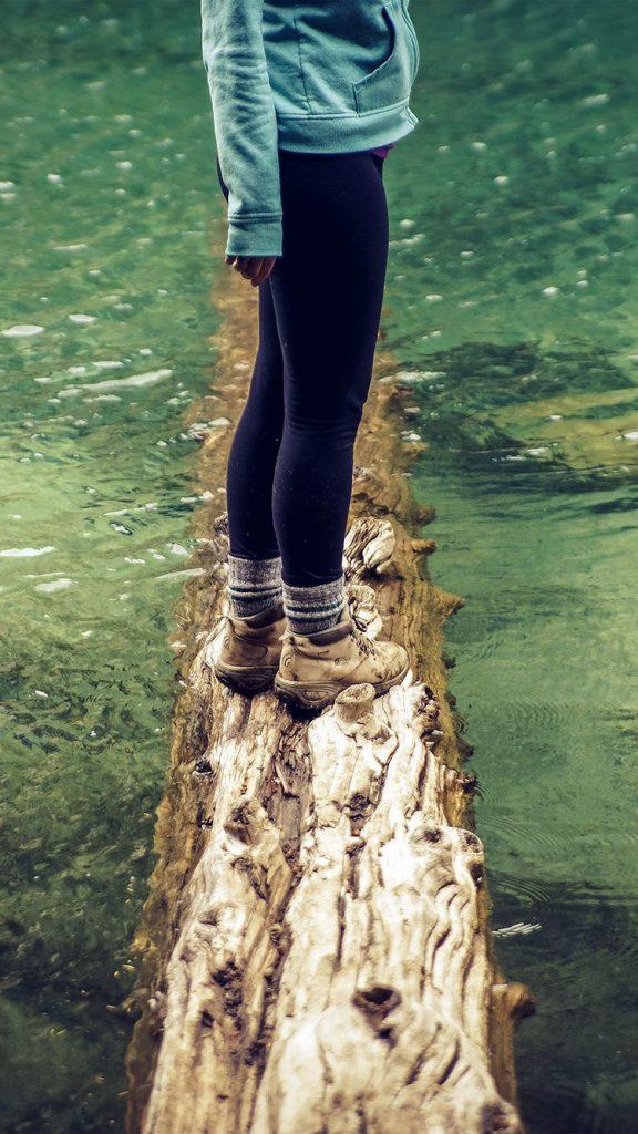 girlfriend-lake-green-nature